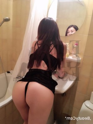 Alysea nuru massage in Highland Park