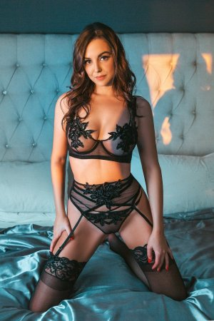 Aliette erotic massage in Muskegon Michigan
